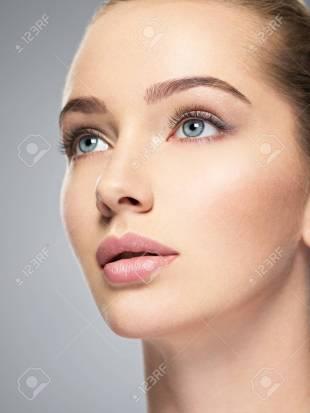 88948545-bello-rostro-de-mujer-caucásica-joven-con-piel-limpia-salud-perfecta-tratamiento-de-cuidado-de-la-piel.jpg
