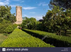 los-jardines-de-ninfa-cisterna-di-latina-italia-g2y4wy
